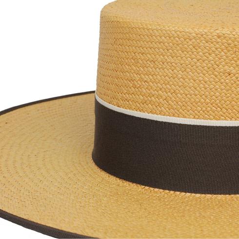 Schicker Strohhut Cordobes mit passend dunkelbrauner Krempe und braun-weißem Band